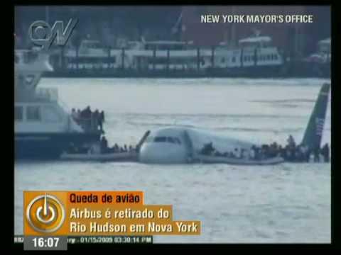 Avião é içado e caixa-preta é encontrada (2009)