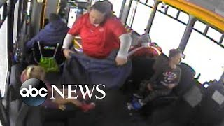 Bus driver saves 2 children wandering alone in bitter cold
