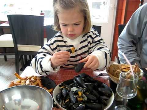 hur äter man musslor på restaurang