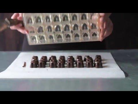 Hvordan laver man fyldte chokolader – Få tips fra Odense Marcipan
