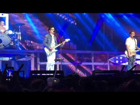 """Beverly Hills"" by Weezer @ Jiffy Lube Live 6/24/16"