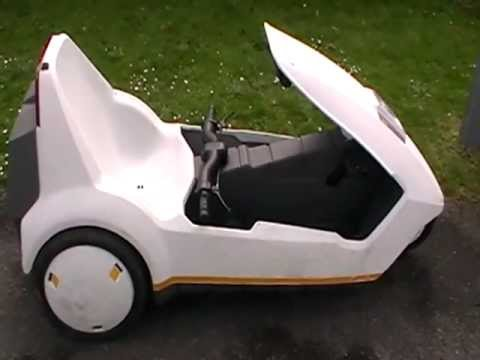 Waitey test drives a Sinclair C5