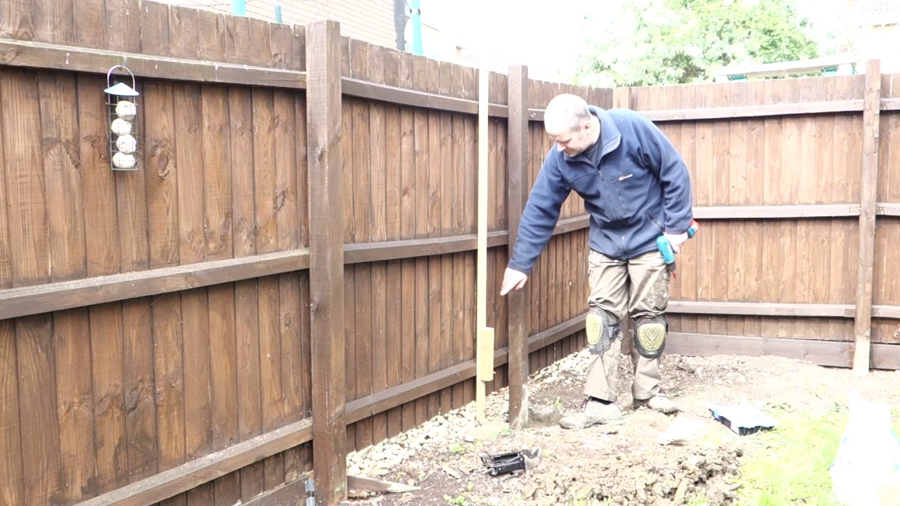 How to straighten a sagging fence panel