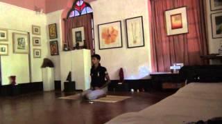 Урок йоги с началом занятий по медитации.