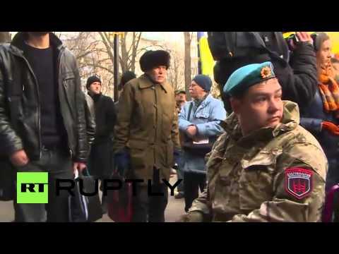 Ukraine: Volunteer battalions try to storm the Prosecutor General's Office in Kiev