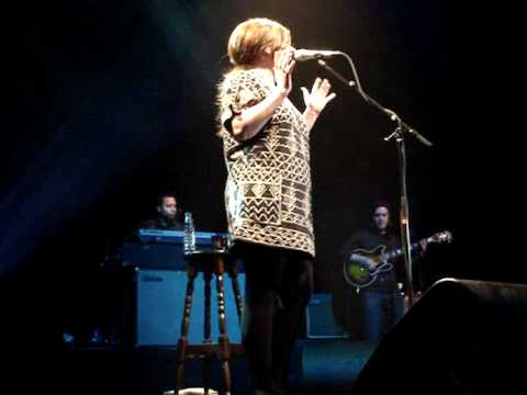 Adele - Melt My Heart To Stone/Daydreamer live @ Oosterpoort, Groningen (04/18/09)