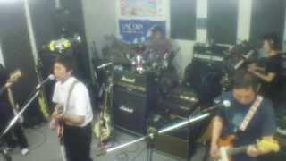 只今練習中のKeep on Rock'nRollです。 楽しんでます!