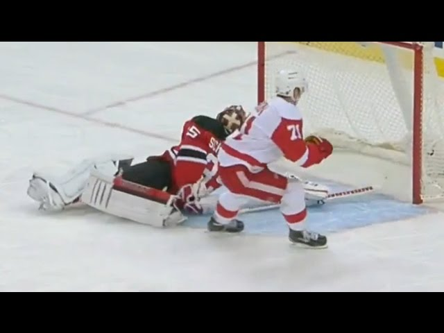 Larkin beats Schneider with perfect fake out