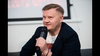 """Tiesiogiai iš Vilniaus knygų mugės: Dainiaus Sinkevičiaus knygos """"Pravieniškių mafija"""" pristatymas"""