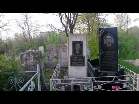 Khotyn Jewish cemetery - 33 minutes with old caretaker in third generation