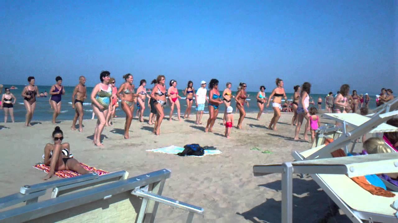 Ballo di gruppo bagni ricci - YouTube