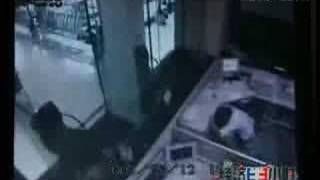 8.0M earthquake:Most terrifying  footage from a bank CCTV