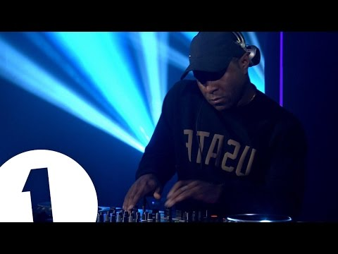 Annie Mac's Mini Mix Live: DJ EZ