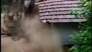 The terrifying movement home collapse during flood in Mangalore cought on camera