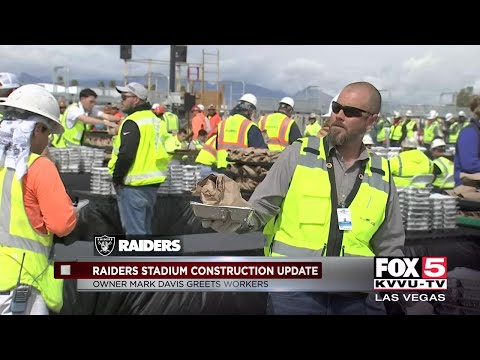 Raiders owner Mark Davis feeds hungry workers at Las Vegas stadium site