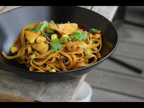 Sweet Chili Chicken | Asiatisches Rezept in unter 10min | Nudelrezept mit Hähnchen und Chili