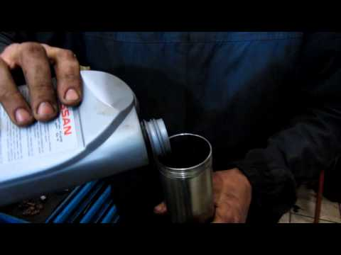 Замена масла МКПП Ниссан Тиида\\Replacing oil manual transmission Nissan Tiida