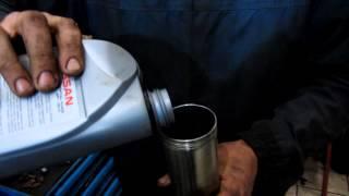 замена масла МКПП Ниссан Тиида\Replacing oil manual transmission Nissan Tiida