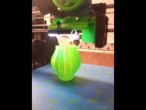 3D Printer making a vase