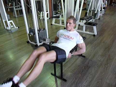 Exercice de musculation des abdos bas : Relevé de genou au ...