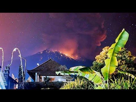 شاهد: لحظة انفجار بركان بالي الذي تتسبب في إلغاء رحلات طيران…  - نشر قبل 6 ساعة