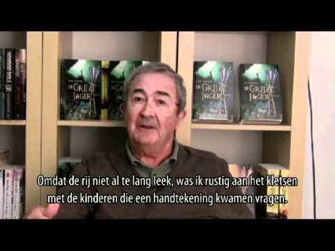 John Flanagan spreekt Nederlandse Grijze Jagers toe