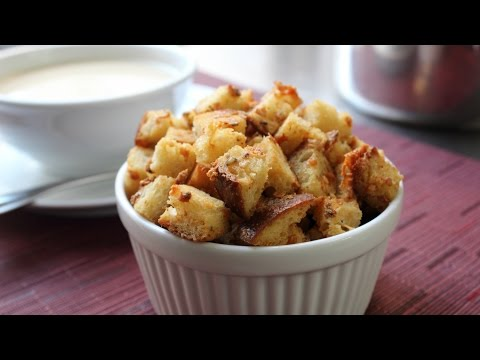 """""""Bluetons"""" Crispy Blue Cheese Croutons - How to Make Blue Cheese Croutons"""