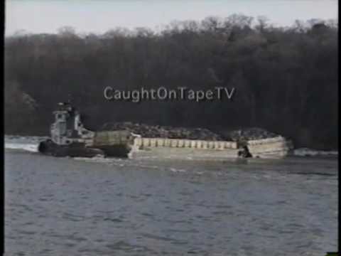 BARGE CAPSIZES IN HUDSON RIVER CAUGHT ON TAPE!