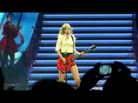 Taylor Swift kicks off Red tour in Omaha