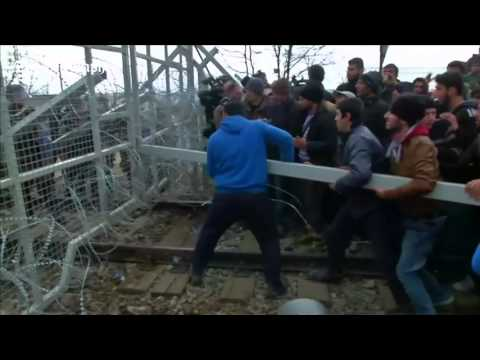 Migrant crowd uses battering ram to break open Macedonia fences