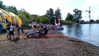 Экстрим-шоу - летом через реку на снегоходе(, 2016-07-08T11:31:44.000Z)