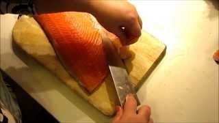 Разделка лосося на филе с кожей, часть 1.(Это серия из трёх видео, в которых я покажу как разделать лосось (или любую другую рыбу) на филе с кожей, втор..., 2013-12-28T18:20:56.000Z)