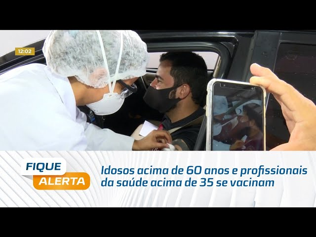 Idosos acima de 60 anos e profissionais da saúde acima de 35 se vacinam em Maceió