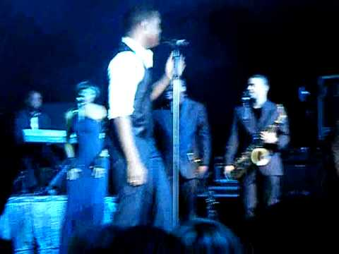 Maxwell 'Ascension' live @ Birmingham Academy. UK, October ...