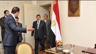 Muhammed Mursi Devrik Mübarekin Koltuğuna Oturdu