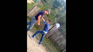 Bețiv bătut de un puști :)))