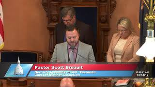 Sen. Casperson welcomes Pastor Breault to the Michigan Senate to deliver the invocation