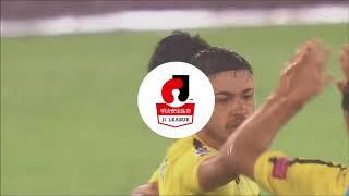 FKのチャンスでクリスティアーノ(柏)の右足から放たれたシュートがネ...