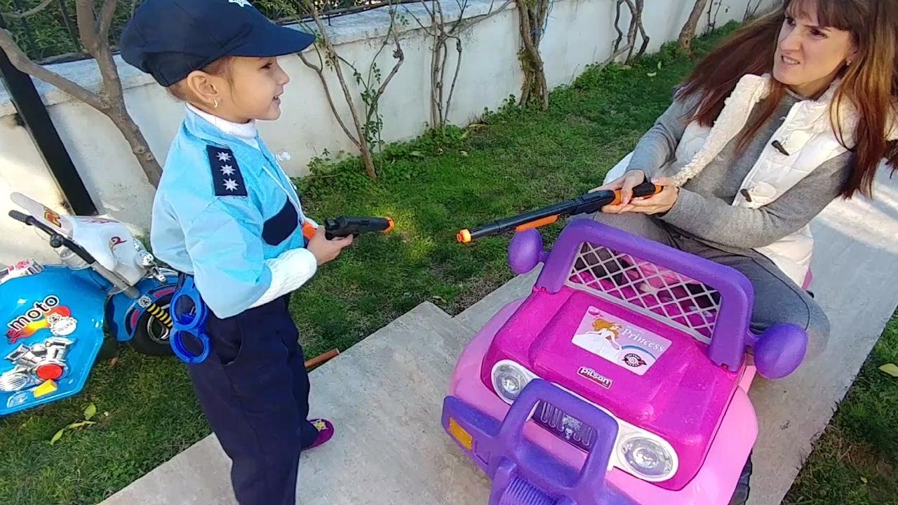 Çocuk videoları - Oyuncak mağazası - Polis hırsızı yakalıyor! Barbie ile polis oyunu