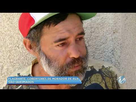 Flagrante: cobertores de morador de rua são queimados em Campos Gerais