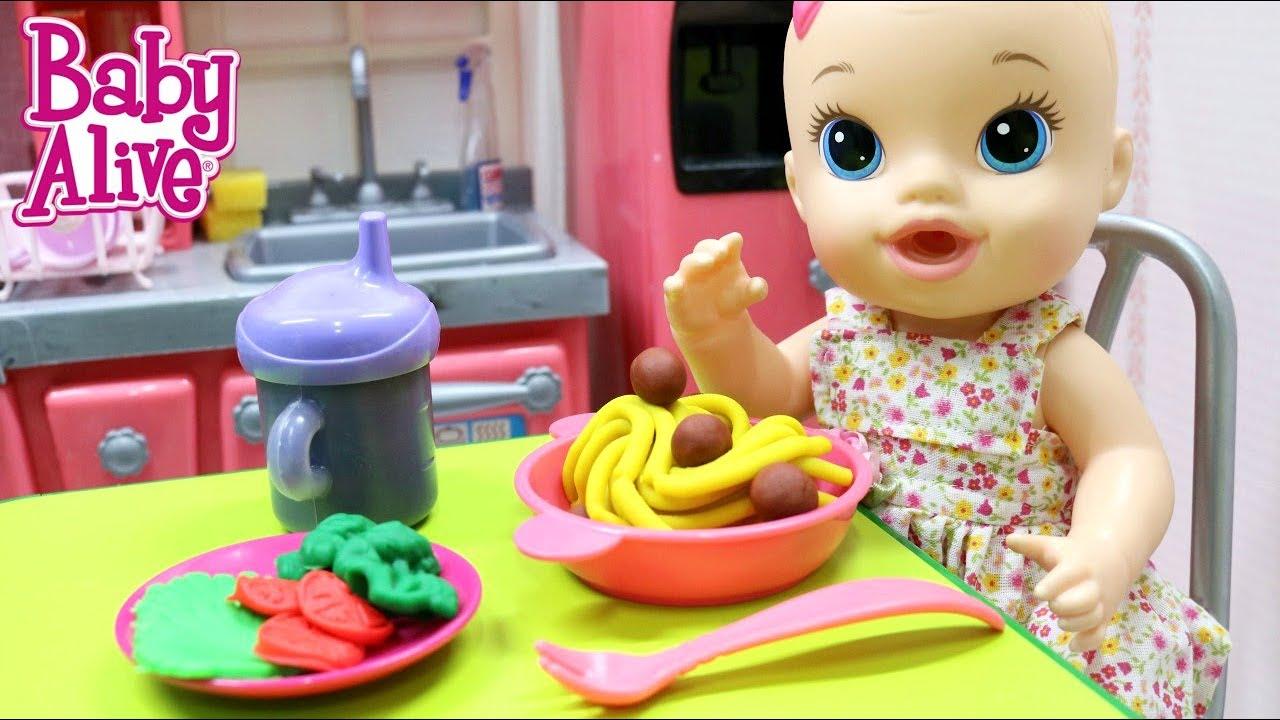 BABY ALIVE JULIE COMENDO ALMOCINHO DE MASSINHA PLAY DOH