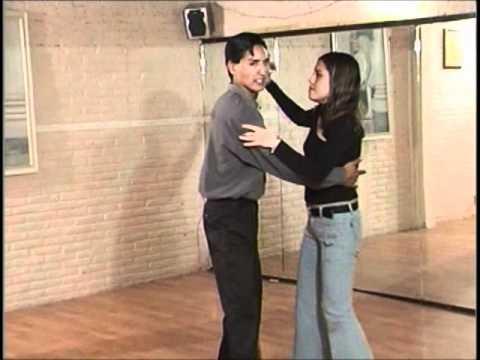 Bailando Cumbia Sonidera-Paso Basico Y Giro