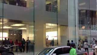Gambar cover Apple Store in Hong Kong (Causeway Bay)
