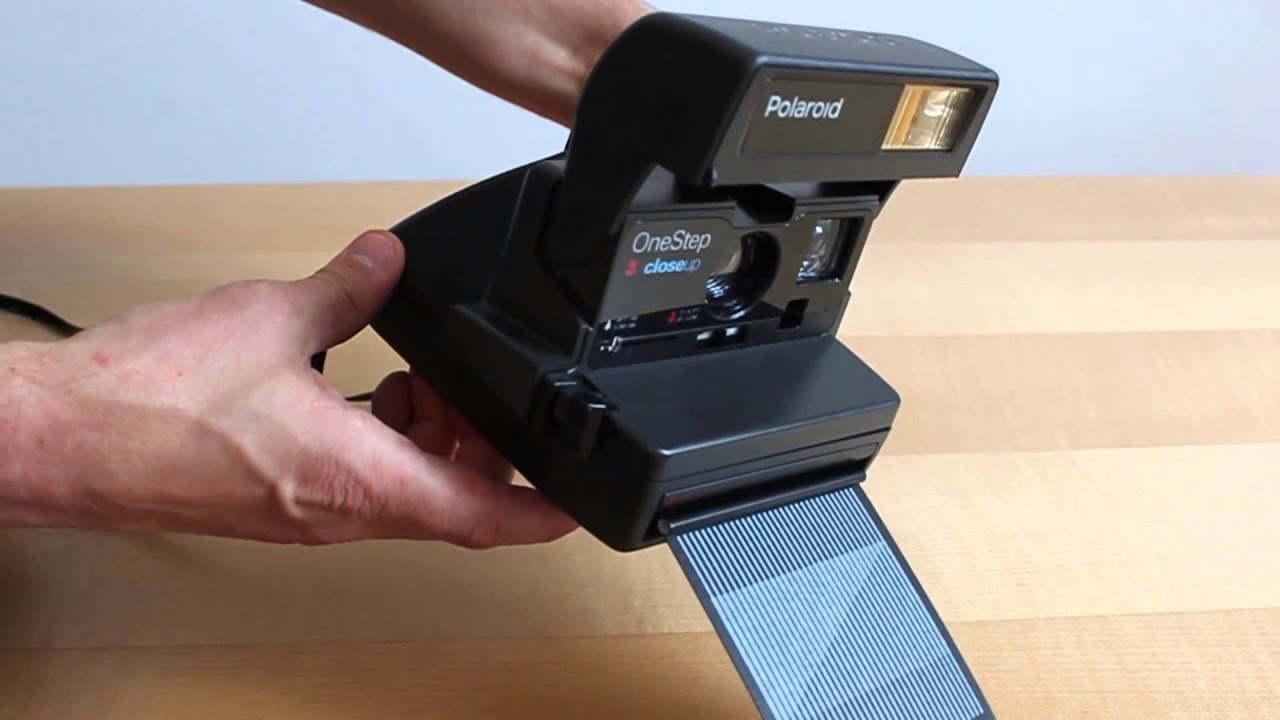 how to insert a film tutorial how to use a polaroid 600 camera rh youtube com Changing Batteries for Polaroid 600 Polaroid OneStep Manual