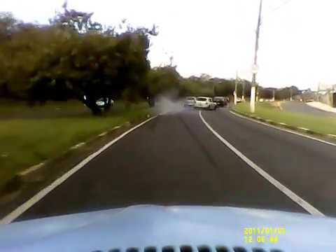 Bêbado dirigindo na Avenida John Boyd Dunlop, Campinas, SP