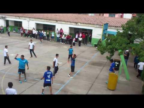 Partido de fútbol en la escuela contra 3a vs 3c(parte 4)