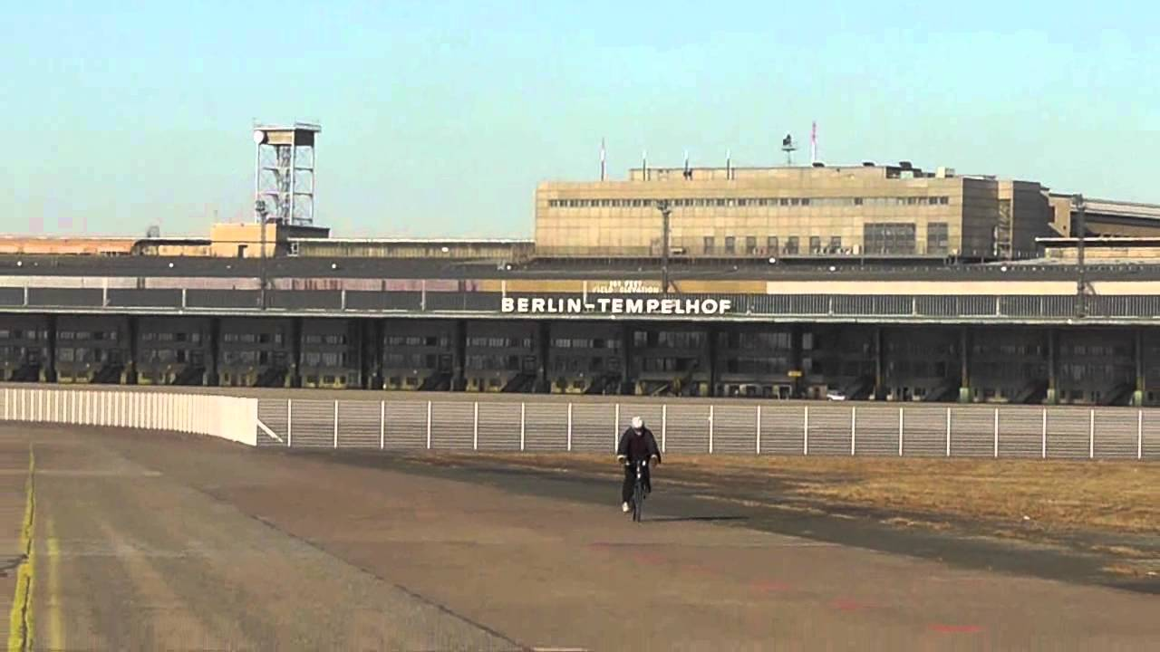 berlin der tod des flughafen tempelhof the death of tempelhof airport youtube. Black Bedroom Furniture Sets. Home Design Ideas