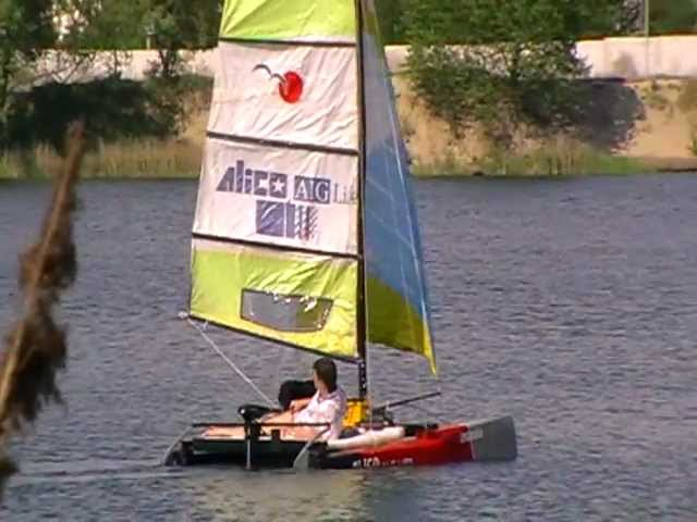 парусная лодка из пенопласта