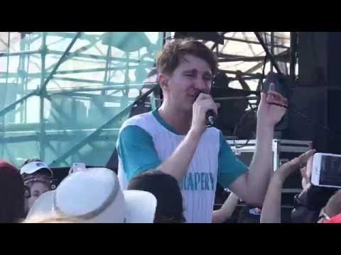 """Glass Animals performing """"Gooey"""" at Sharkwrecked Riptide Music Festival"""