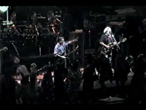 Mardi Gras Parade ~ Aiko ~ Women are Smarter - Grateful Dead - 2-27-1990 Oakland, Ca. (LoloYodel)
